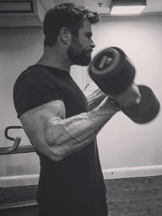 chris hemsworth bodybuilding